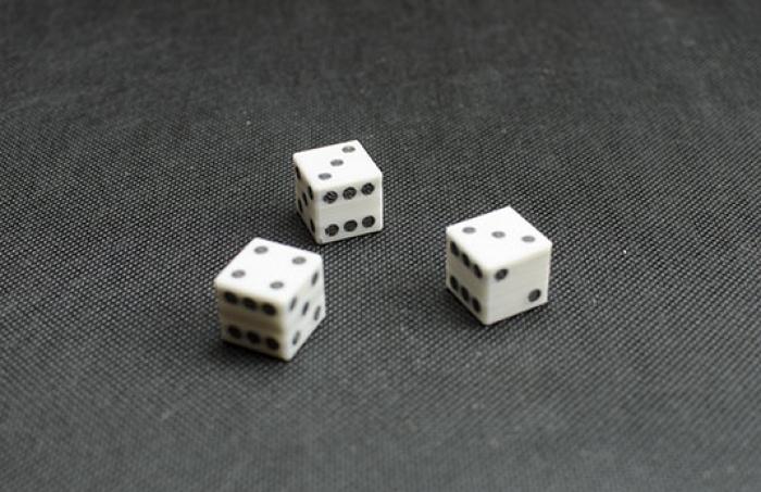 Fabrilo wydruk 3D kostek do gry